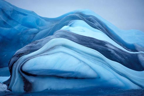 Iceberg bleu à rayures